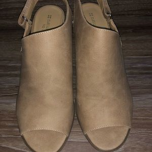 Tan open toe wedges
